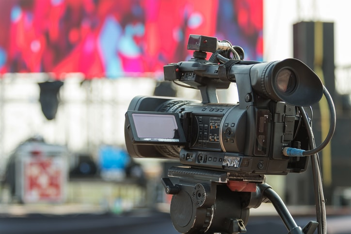 What are the best tools for broadcasting live video online feat